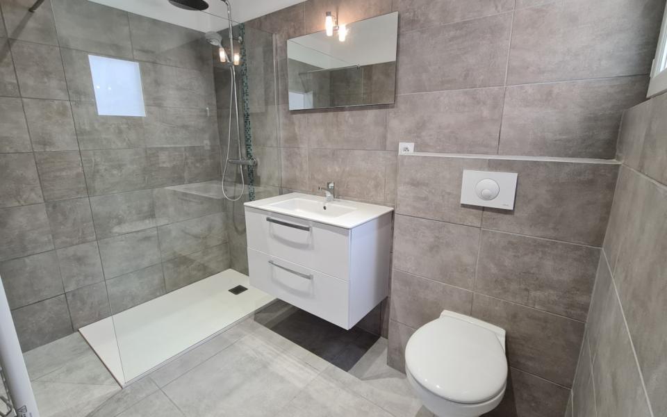 F2 à louer Vitullo salle de bains