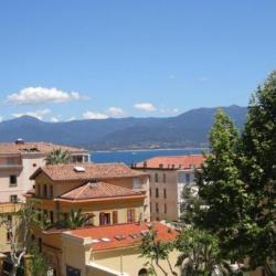 Corse ajaccio location f4 cours grandval location f4 for Location garage ajaccio