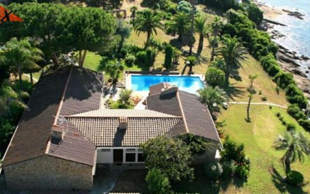 Exceptionnel corse ajaccio location estivale villa pieds for Ajaccio location maison
