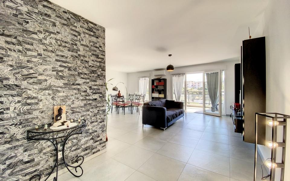 Appartement F4 à vendre secteur Rocade vue dégagée à Ajaccio - Séjour