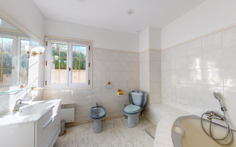 VILLA PORTICCIO F4-5 salle de bain