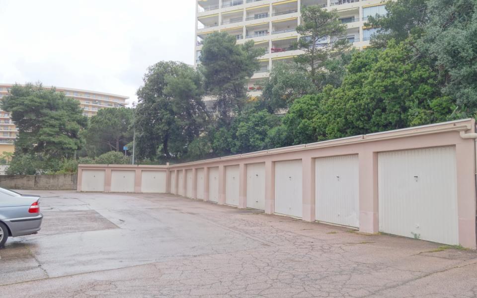 A louer garage route des Sanguinaires Résidence Plein Soleil