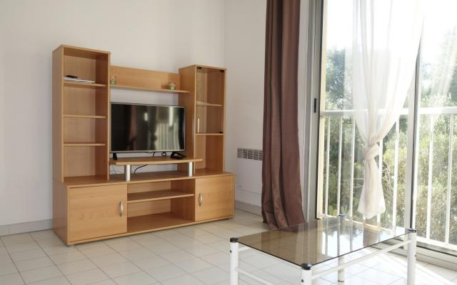 en corse ajaccio location d 39 un appartement f1 meuble situ au scudo route des sanguinaires. Black Bedroom Furniture Sets. Home Design Ideas