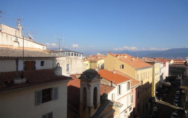 En Corse, Ajaccio Location Appartement F2  centre ville / Cathédrale