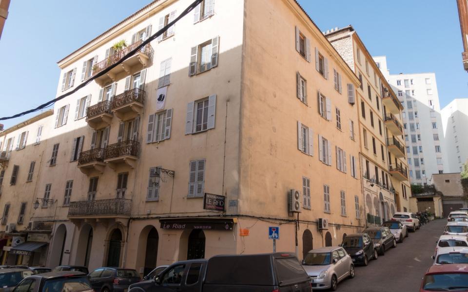 En Corse, à Ajaccio, vente de murs proche du Diamant , Préfecture , Banque de France.