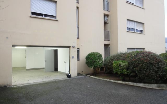 En Corse, à Ajaccio, à louer un local à usage de dépôt/bureau