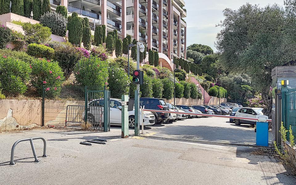 F1 meublé à louer immeuble le Palazzu accès parking