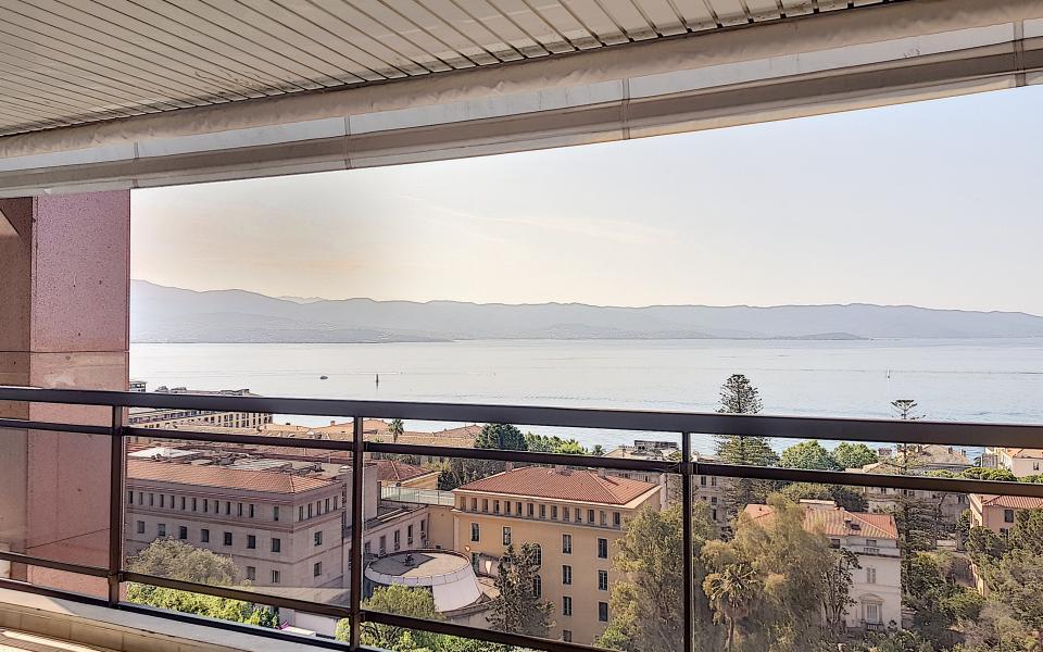F1 meublé à louer immeuble le Palazzu vue depuis la terrasse