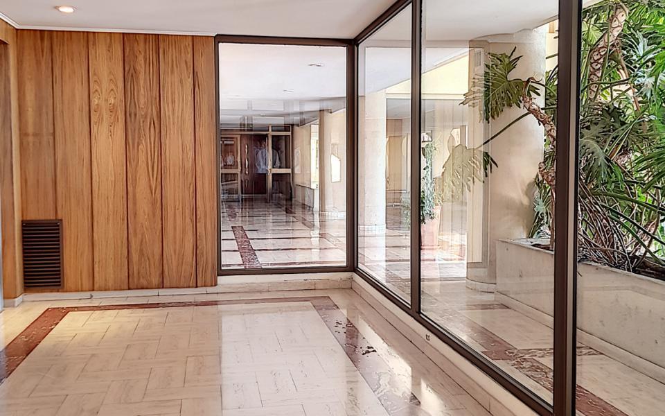 F1  meublé à louer immeuble le Palazzu entrée immeuble