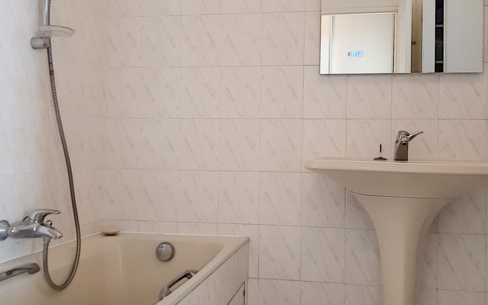 F1  meublé à louer immeuble le Palazzu salle de bains