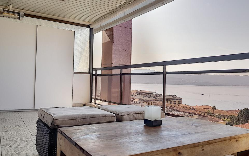 F1 meublé à louer immeuble le Palazzu terrasse