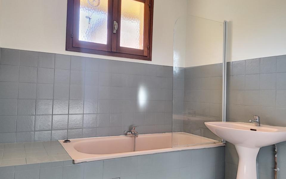 F2 à louer Loretto salle de bain