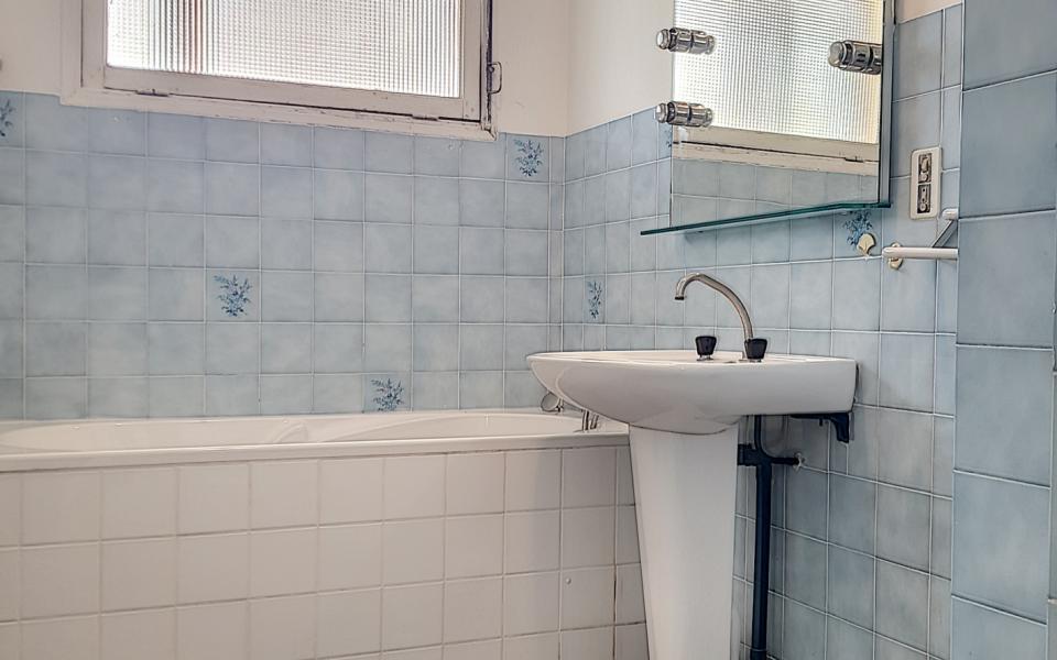 F2 à louer le Belvedere salle de bains
