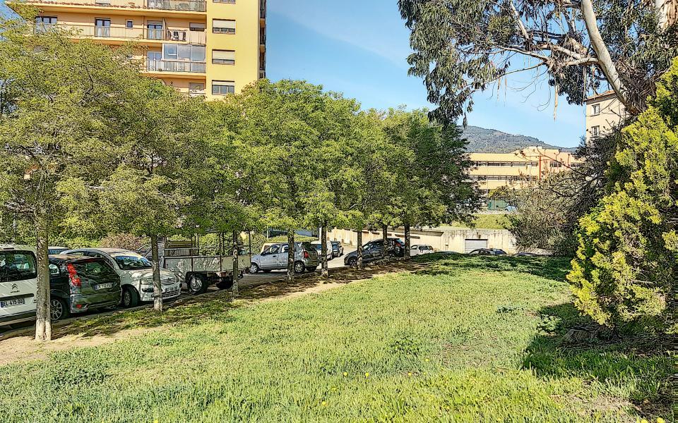 Location F3 Dahlias - jardin immeuble