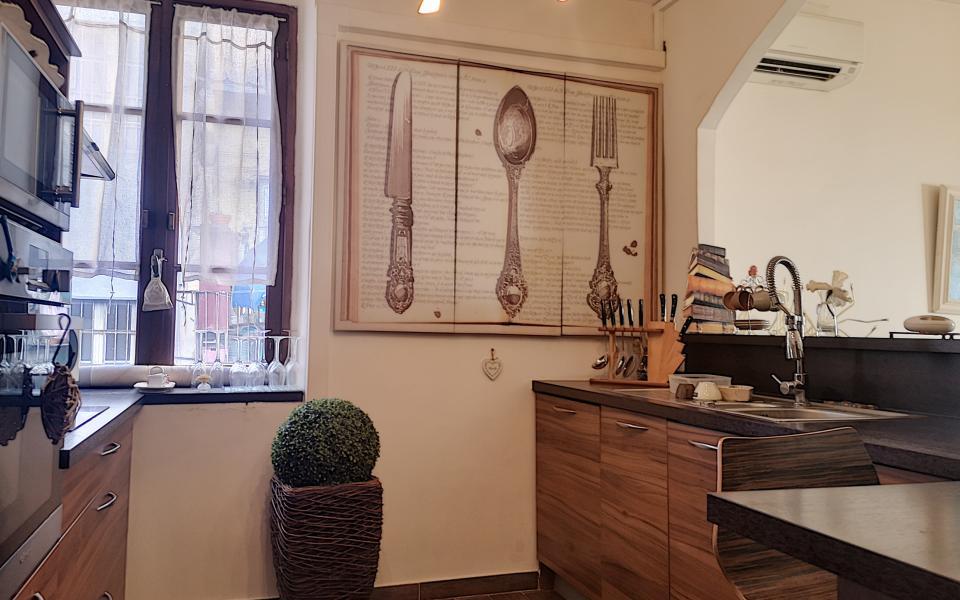 F2 à louer proche Cours Napoléon cuisine