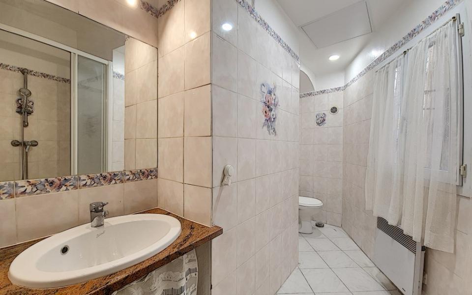 F3 à louer Rue Fesch salle douche