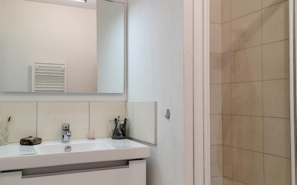 F3 à louer le Belvedere Vazzio salle de douche