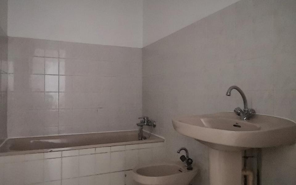 F3 à louer LA CLAIRIERE salle de bains