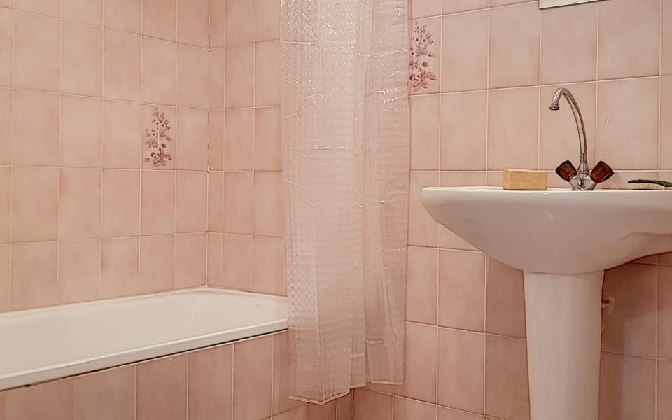 F3 meublé chemin de Biancarello salle de bains