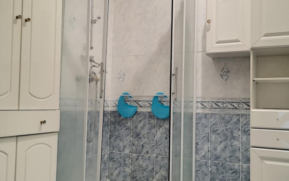F3  à louer Place du marché salle de douche