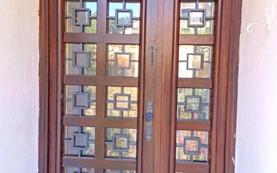 A louer Haut de villa F4 Alata porte entrée