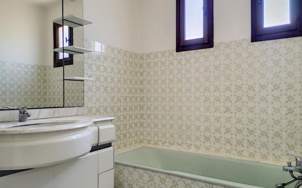 A louer Haut de villa F4 Alata salle de bains