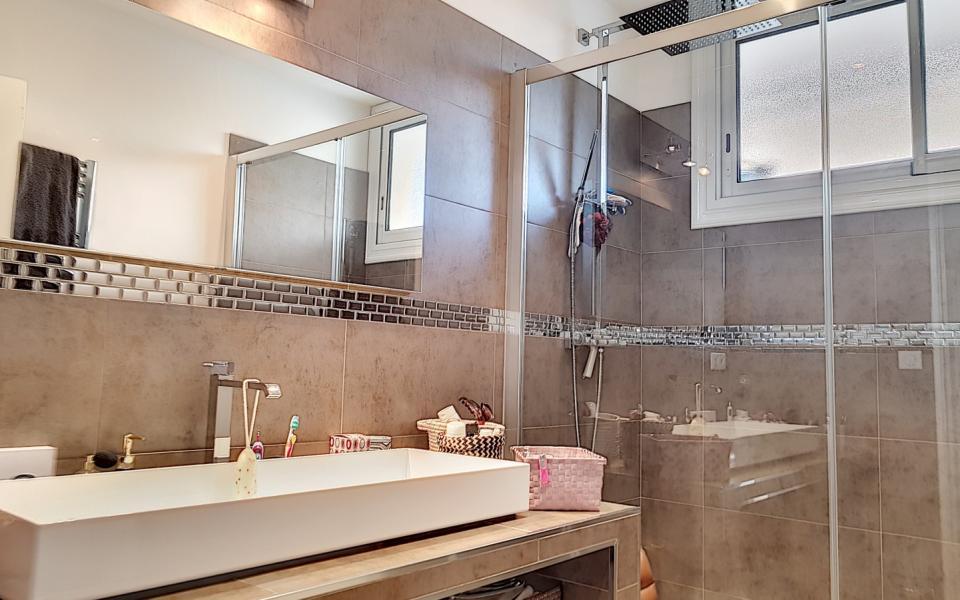 F4 à louer PARC BERTHAULT salle de bains