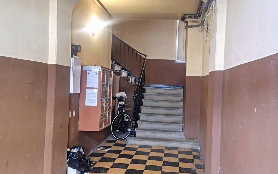 F4  à louer secteur tribunal hall entrée immeuble
