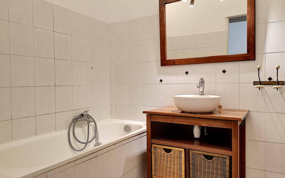 F4  à louer secteur tribunal salle de bains