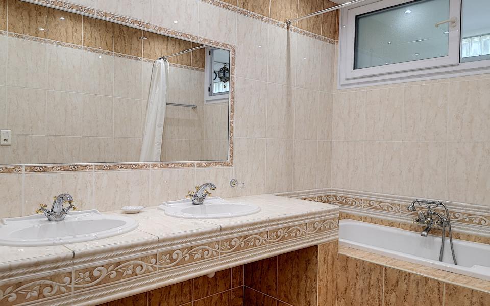 F4 à louer Berthault salle de bains