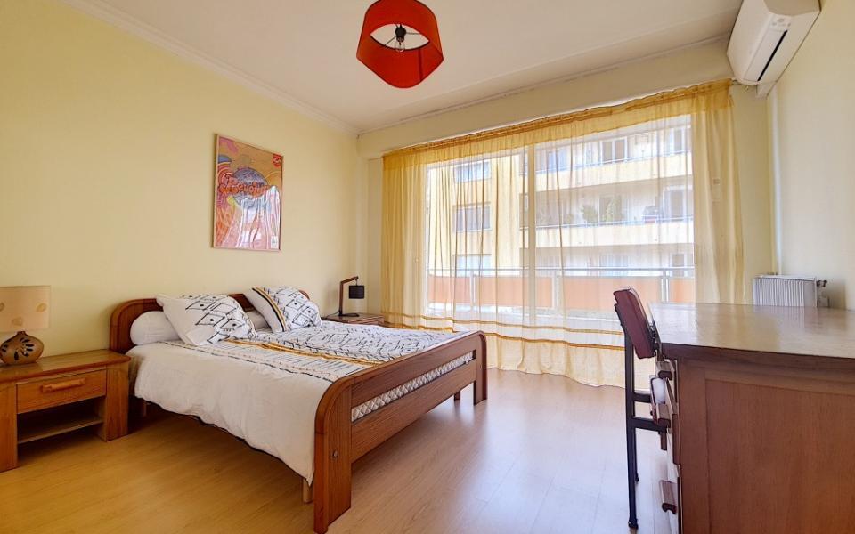 F4 meublé à louer PALAIS GRANDVAL  chambre