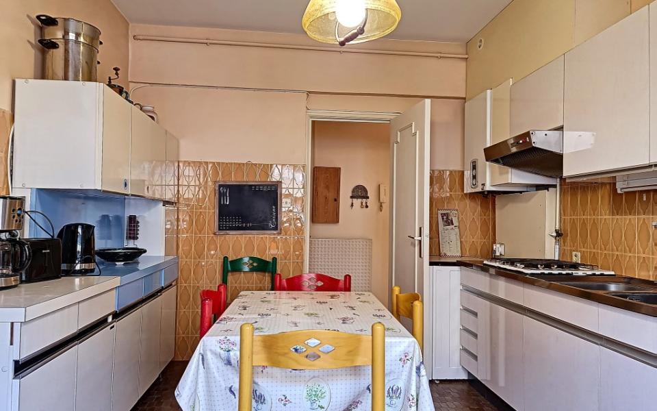 F4 meublé à louer PALAIS GRANDVAL cuisine
