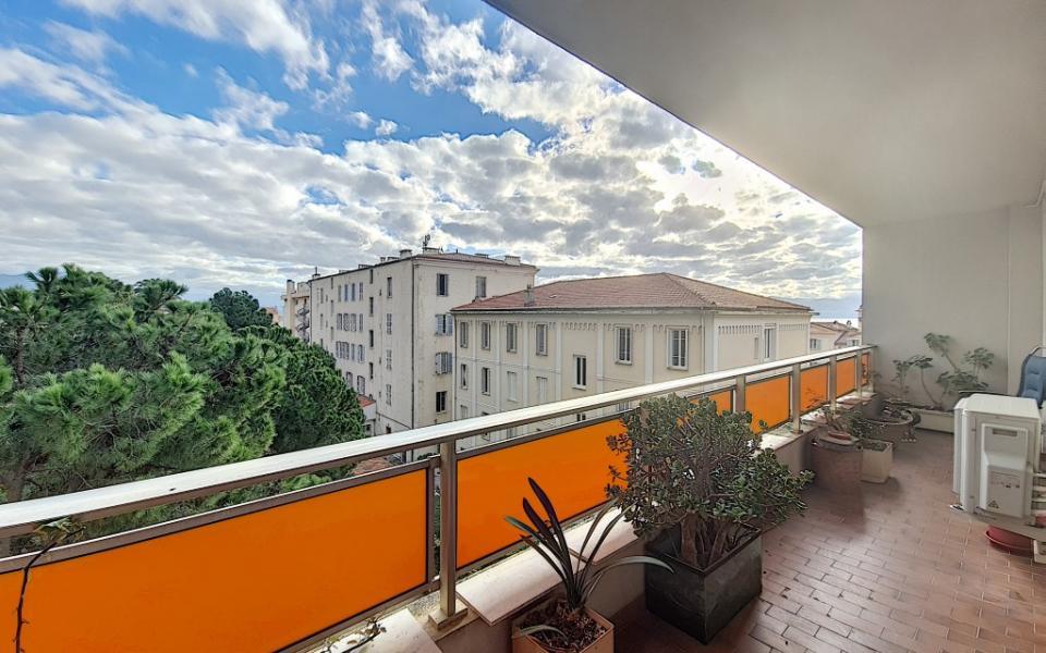 F4 meublé à louer PALAIS GRANDVAL terrasse