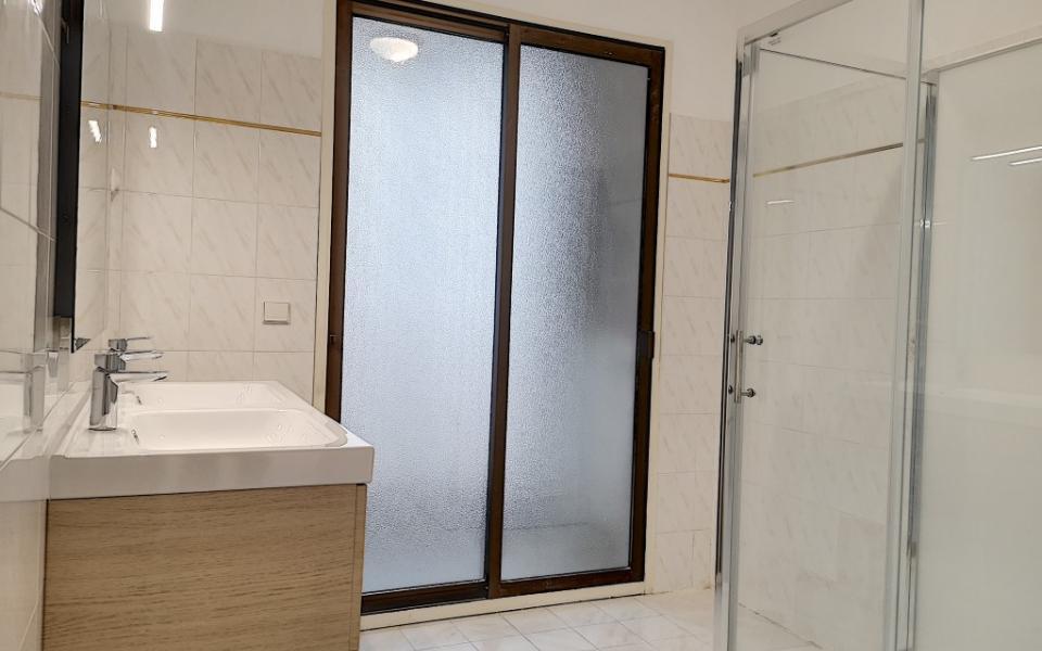 F4 à louer  U PALAZZU salle de douche