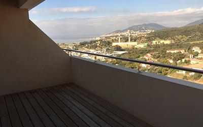 En Corse, à Ajaccio location d'un appartement récent de type F2 au RICANTO avec terrasse et vue mer