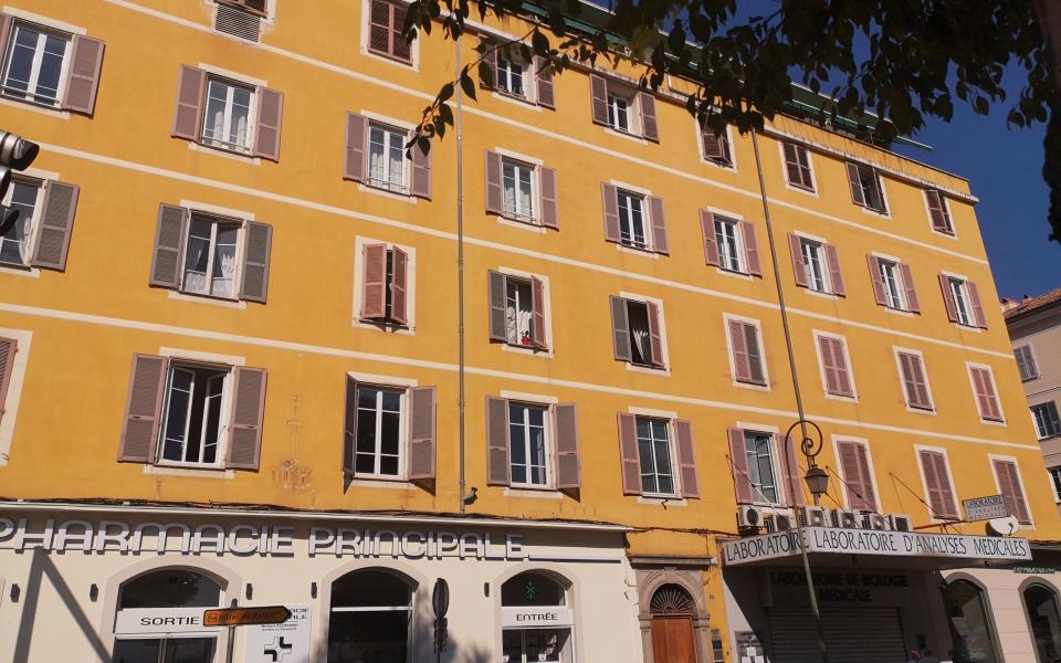 A louer local professionnel Place Abbatucci