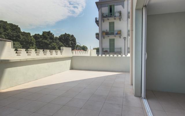 F4 cours Napoléon terrasse