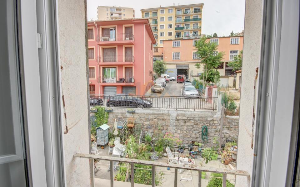 En Corse à Ajaccio, F3 de 61 m² refait à neuf, idéal 1er achat ou investissement