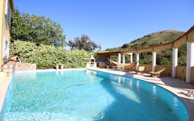 Piscine et terrasse, Maison F4 a vendre, proche Mezzavia, En Corse, à Ajaccio.