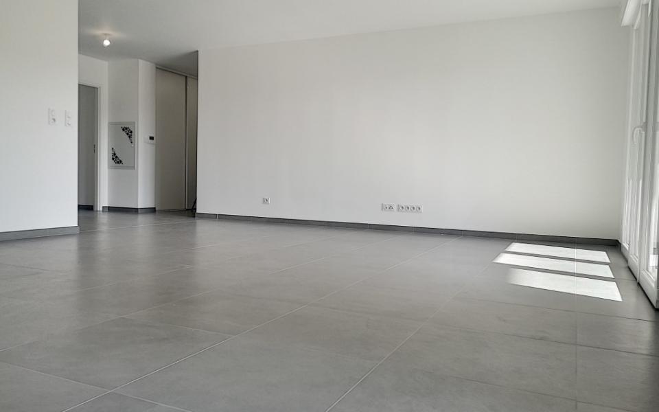 F4  à louer Carré Bodiccione 3ème étage pièce à vivre