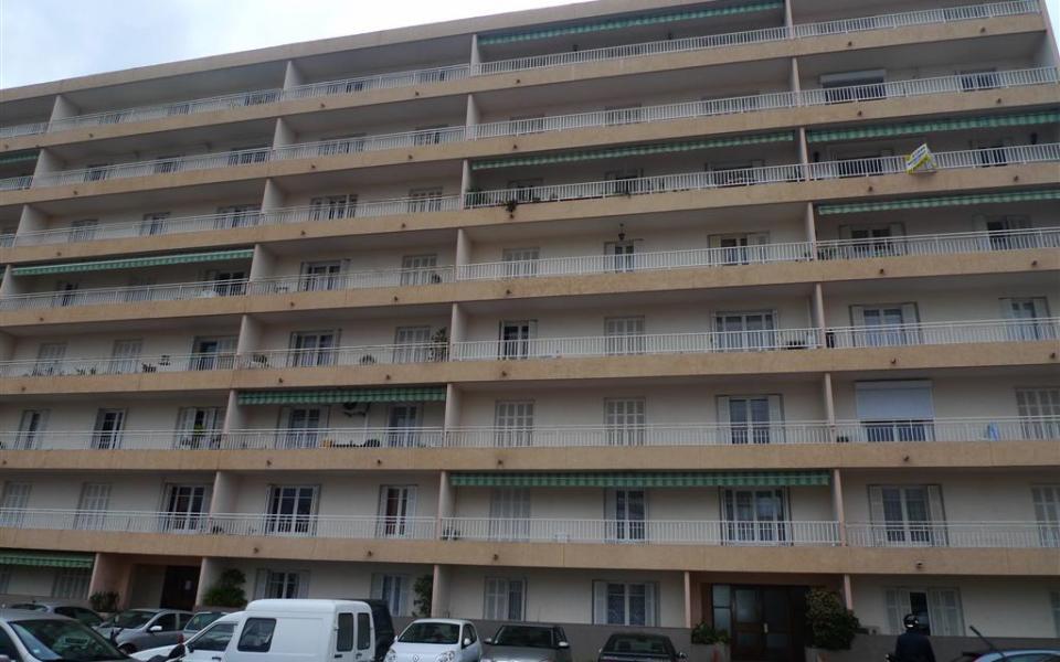 En Corse, à Ajaccio, Location d'un appartement de type F3 située Résidence ROCADE bat A III Av Mal LYAUTEY 20090 AJACCIO