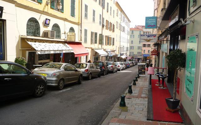 Rue Stephanopoli, murs commerciaux