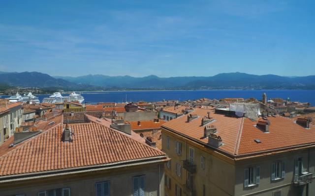 Vente appartement ajaccio en corse du sud for Piscine ajaccio