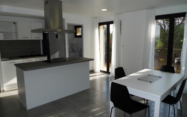 En Corse, a Ajaccio / Mezzavia, location d'un appartement meublé F2 MEZZAVIA CENTRE