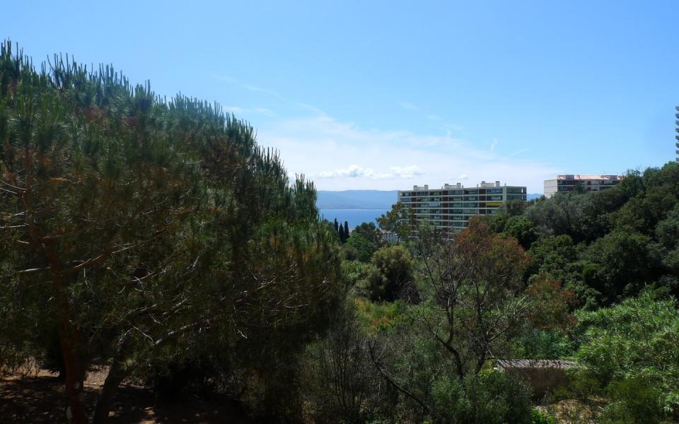 En Corse à Ajaccio, location d'un appartement de type T1 secteur  Casone