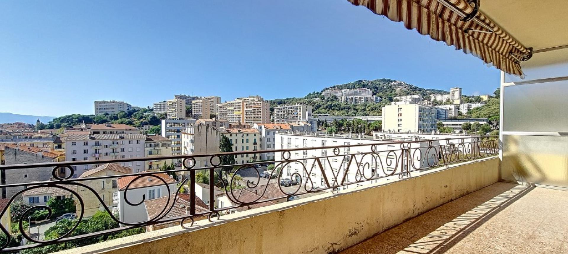 F3 à louer immeuble Masseria terrasse séjour