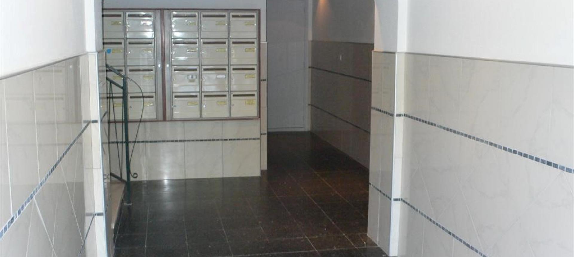 F2  à louer Salario  hall immeuble