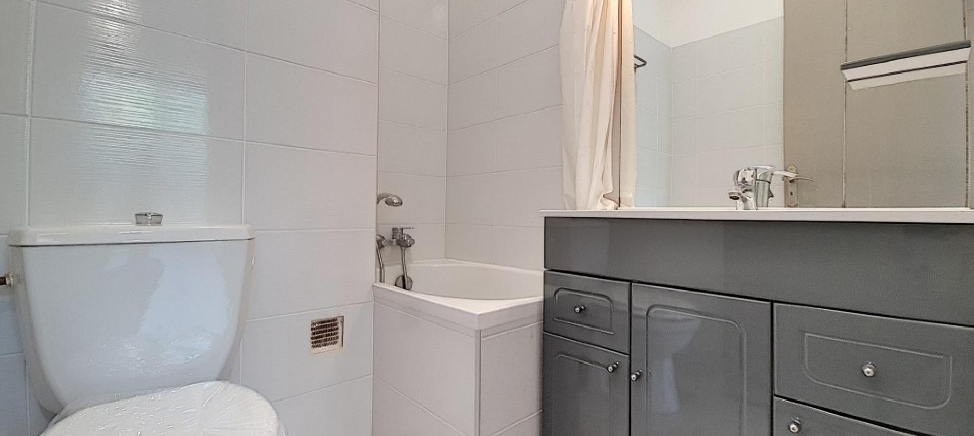 F3 à louer le Lemnos salle de bains