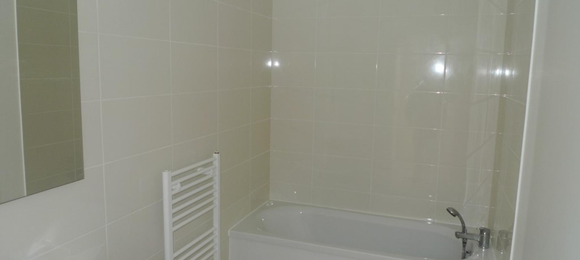 F3 à louer ATRIUM J1 salle de bains