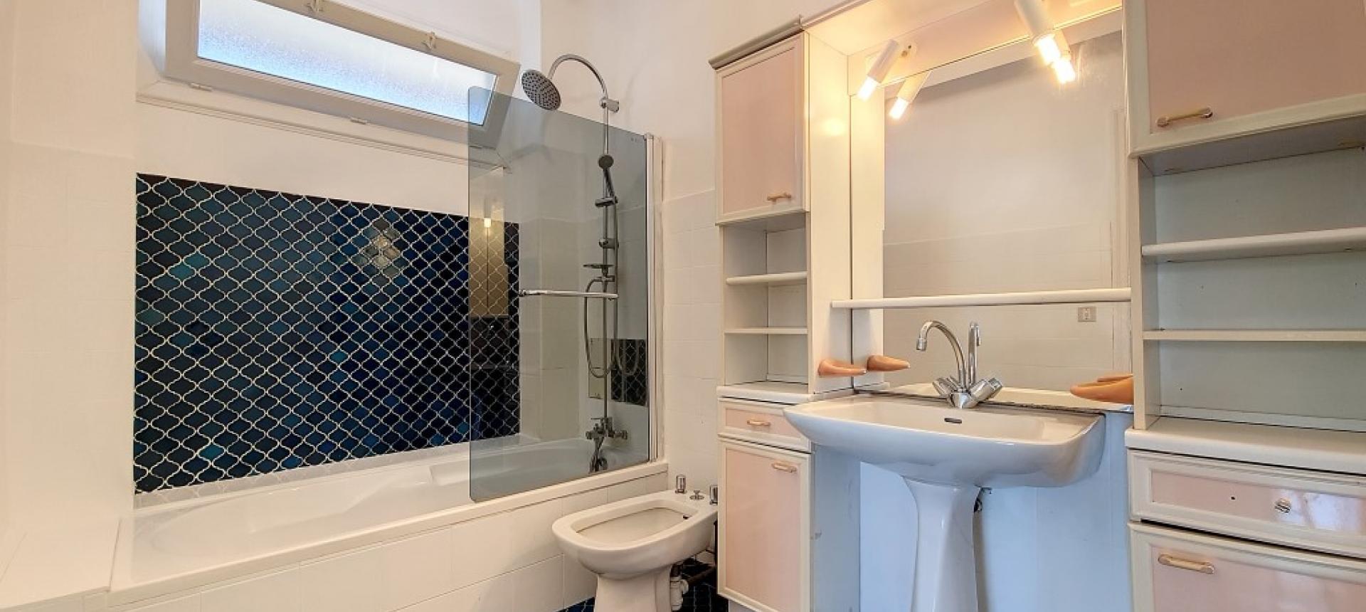 F3 à louer immeuble Masseria salle de bains